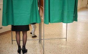 Dans un bureau de vote à Nancy en octobre 2011.