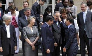 Le gouvernement Fillon IV, à la sortie du Conseil des ministres, le 24 juin 2009.