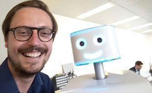 Notre journaliste Guillaume Novello et Waldo de Immersive robotics