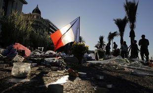 Hommage aux victimes de l'attentat de Nice, le 17 juillet 2016 sur la Promenade des Anglais.