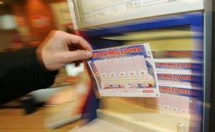 Plus de trente millions de joueurs de neuf pays européens vont se disputer ce soir la cagnotte de 130 millions d'euros, mise en jeu à l'occasion du quatrième Super Euro Millions, cagnotte qui sera de toute façon distribuée quel que soit le nombre de gagnants.