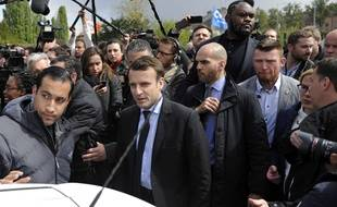 Emmanuel Macron et Alexandre Benalla à Amiens le 26 avril 2017.