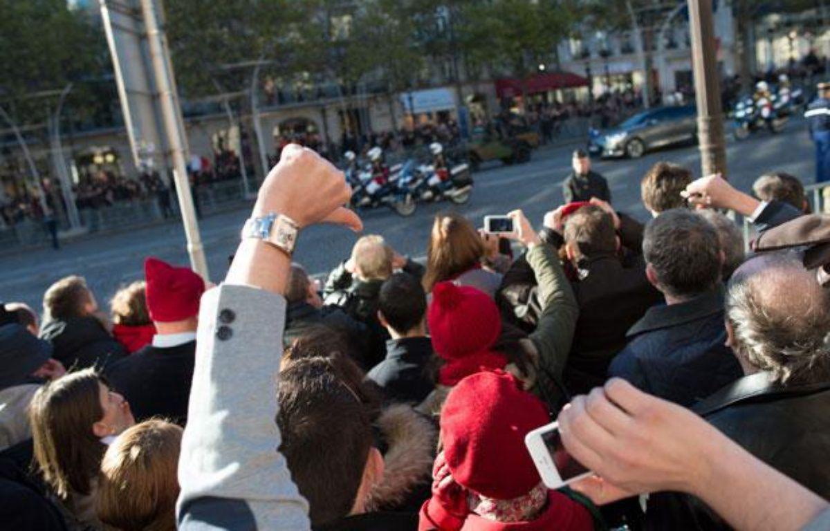 Manifestation au passage de François Hollande lors des cérémonies du 11 novembre, en 2013. – LCHAM / SIPA