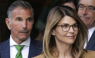 L'actrice Lori Loughlin et son mari Mossimo Giannulli, à la sortie du tribunal de Boston le 3 avril 2019.