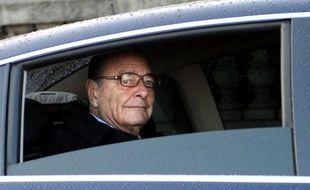 """L'ex-président Jacques Chirac, condamné jeudi à 2 ans de prison avec sursis notamment pour détournement de fonds publics, a annoncé dans un communiqué qu'il ne """"ferait pas appel"""" même si """"sur le fond, il conteste catégoriquement ce jugement""""."""