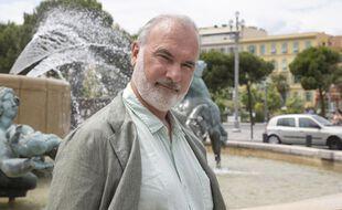 Jean-Marc Governatori (candidat écologiste) sur la place Massena, à Nice.
