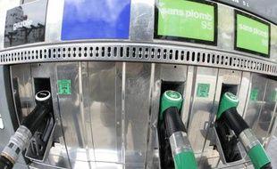 Les prix de l'essence se sont également inscrits en baisse, après avoir atteint fin juin leur plus haut niveau depuis la mi-juillet 2013