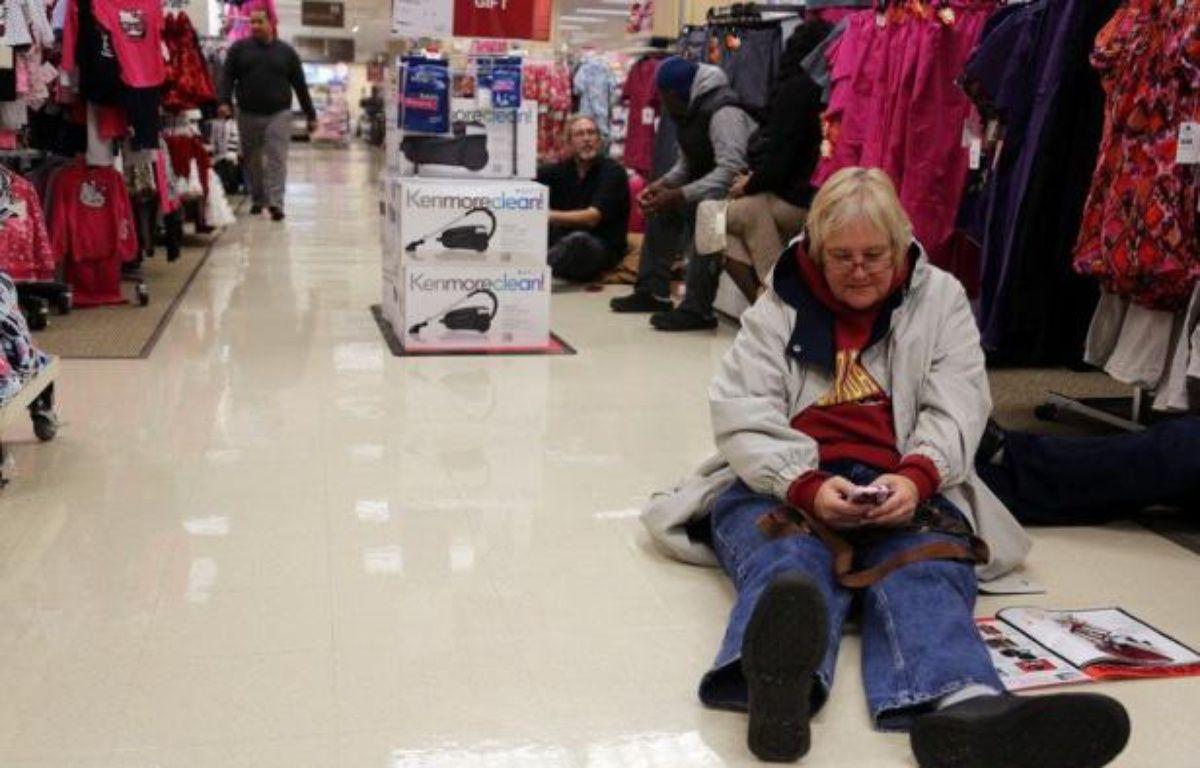 Les ventes pendant le week-end de Thanksgiving, qui marquent le coup d'envoi traditionnel des achats de Noël aux Etats-Unis, ont atteint un nouveau record et sont de bon augure pour la saison des fêtes dans un contexte de reprise économique faiblarde. – Tasos Katopodis afp.com