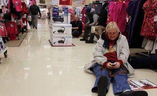 Les ventes pendant le week-end de Thanksgiving, qui marquent le coup d'envoi traditionnel des achats de Noël aux Etats-Unis, ont atteint un nouveau record et sont de bon augure pour la saison des fêtes dans un contexte de reprise économique faiblarde.