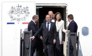 """Valérie Trierweiler faisait vendredi ses premiers pas internationaux de """"First Lady"""" aux Etats-Unis qui attendent avec impatience, quitte à un peu oublier le nouveau président français François Hollande, une femme """"chic, futée, indépendante... et pas mariée""""."""
