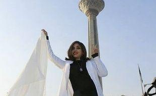 Une femme enlève son voile en signe de protestation à Téhéran, le 30 janvier 2017.