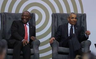 Barack Obama aux côtés du président sud-africain Cyril Ramaphosa, le 17 juillet 2018 à Johannesburg.
