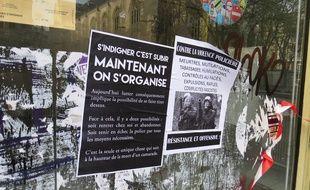 """Lille, le 23 novembre 2014 - Affiches placardées lors d'une manifestation contre """"les violences policières"""" à la suite de la mort de Rémi Fraisse, dans le Tarn."""