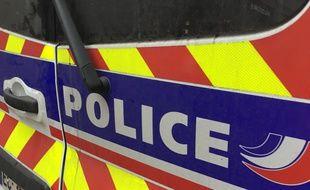 Un homme a tenté de se suicider par le feu et deux policiers ont été blessés par les flammes (Illustration).