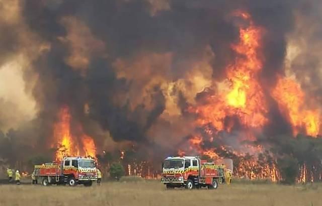 Et pendant ce temps ?????? - Page 9 640x410_sapeurs-pompiers-australiens-tentent-contenir-feu-foret-environs-charmhaven-nouvelle-galles-sud-30-decembre-2019-image-publiee-twitter-nsw-rural-fire-