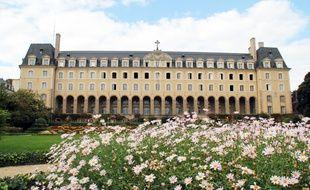 Le palais Saint-Georges à Rennes, qui accueille une caserne de pompiers et des services municipaux.
