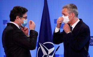 Le secrétaire général de l'OTAN et le ministre des Affaires Etrangères ukrainien