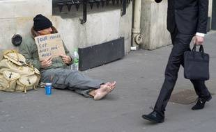 Seulement 34% des  Français déclarent aider des inconnus qu'ils croisent dans la rue.