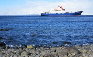 Le bateau Marion Dufresne, au large des îles Kerguelen, qui font partie des Terres australes et antarctiques françaises.