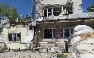 Le poste-frontière de Doljanskiï, le 2 juillet 2014, au lendemain de sa prise de contrôle par l'armée ukrainienne