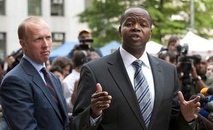 L'avocat Kenneth Thompson, qui défend la victime présumée de DSK, tient une conférence de prese devant la Cour suprême de New York, le lundi 6 juin 2011.