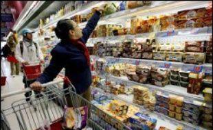 La consommation des ménages français en produits manufacturés a augmenté de 0,9% en octobre, après une chute de 2,5% en septembre (révisé de +0,2 point), en données corrigées des jours ouvrables et des variations saisonnières, a annoncé mercredi l'Insee.