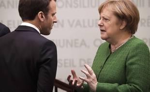 La chancelière allemande Angela Merkel face au président Emmanuel Macron en Roumanie, le 9 mai 2019.