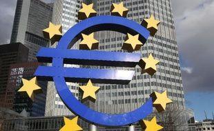 Le sigle de l'euro, à Francfort, le 6 février 2014