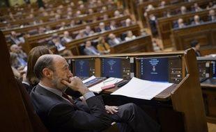 Les députés espagnols ont voté en masse la loi permettant l'abdication du roi Juan Carlos.