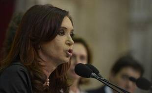 """La présidente argentine Cristina Kirchner a qualifié de """"parodie"""" le référendum sur le maintien des Malouines dans le giron du Royaume-Uni, adopté à la quasi-unanimité."""