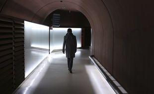 Ce couloir souterrain permet de relier les deux bâtiments de la DGSE à Paris (illustration).