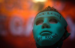 Des manifestants pro-avortement devant le Congrès, à Buenos Aires, en Argentine, le 29 décembre 2020.