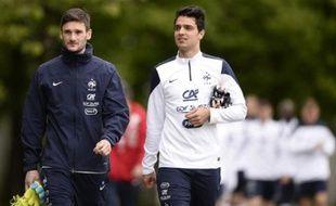 Clément Grenier, en compagnie du capitaine des Bleus Hugo Lloris, le 29 mai 2014 à Clairefontaine.