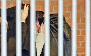 Gérard Dalongeville à la sortie d'une audition au tribunal de Béthune en avril 2009.