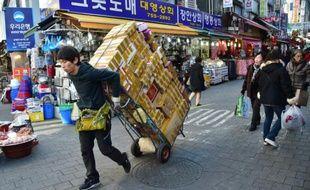 Marché traditionnel à Séoul le 1er février 2016