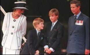 La princesse Diana avec le prince Charles et leurs enfants, Harry et William.