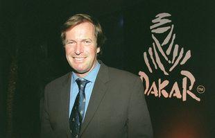 Hubert Auriol, le 22 novembre 2002, lors de la conférence de presse pour le Paris-Dakar, à Paris.
