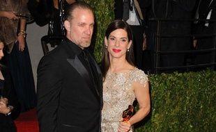 Jesse James et Sandra Bullock arrivent à la soirée «Vanity Fair», après la 82e cérémonie des Oscars, à Los Angeles, le 7 mars 2010.
