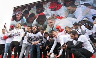 Les joueurs rennais ont présenté la Coupe de France au public ce dimanche après-midi sur l'esplanade de Gaulle.