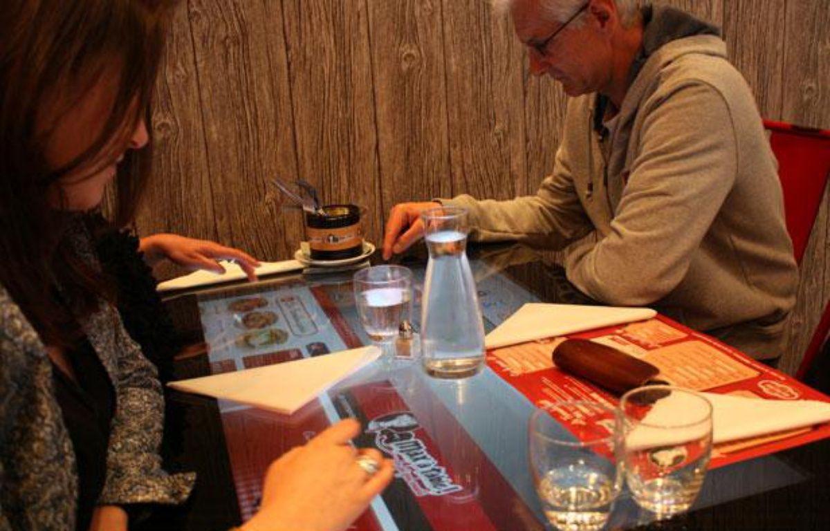 Au restaurant Max à Table!, les tables tactiles permettent de choisir et commander le menu – M.BOSREDON/20MINUTES
