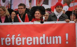 Une manifestation contre la fusion avec la Lorraine et Champagne-Ardenne dans les rues de Strasbourg et près des institutions européennes en 2014 4.