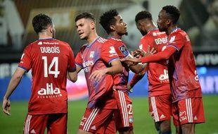A l'image de Guimaraes et Mendes félicitant Dubois et Kadewere, décisifs sur le but lyonnais ce dimanche, l'OL a redressé la barre en Ligue 1 depuis cinq journées. JEAN-FRANCOIS MONIER