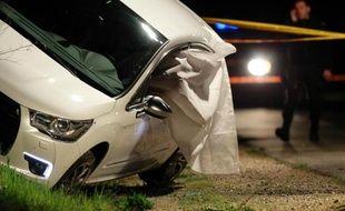 La police le 23 mars 2014 sur les lieux où le haut fonctionnaire du Conseil général de Haute-Corse Jean Leccia a été assassiné par balles à bord de sa voiture