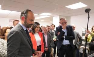 Le Premier ministre Edouard Philippe, aux côtés de la secrétaire d'Etat Brune Poirson, dans les locaux de Cdiscount ce mardi 4 juin.