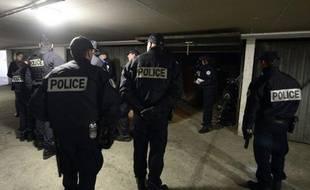 """""""C'est du cinéma! Il faudrait venir la nuit, c'est là qu'on est en danger, que les dealers viennent!"""", lance une habitante du quartier Air-Bel à Marseille, cadre vendredi d'une opération des forces de l'ordre après l'envoi de renforts."""