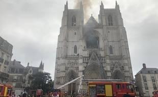 La cathédrale de Nantes en feu ce samedi matin.