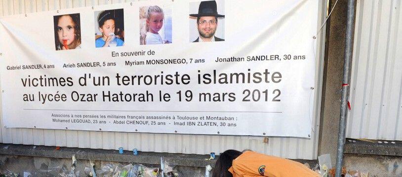 Devant l'école juive de Toulouse peu après l'attaque de Mohamed Merah en 2012. (archives)