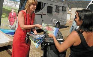Annick Le Ridant fait campagne en camping-car, «clin d'œil» à celui de JMA.