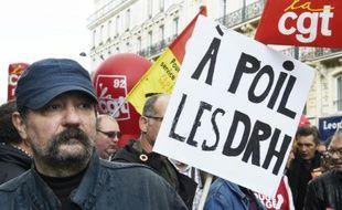Des manifestants descendus dans la rue à l'appel de la CGT, de la FSU et de Solidaires, pour réclamer des hausses de salaires et défendre l'emploi, le 8 octobre à Paris
