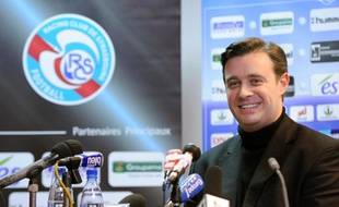 Le nouvel actionnaire principal du RC Strasbourg, Alain Fontenla, le 11 décembre 2009 lors d'une conférence de presse à Strasbourg.